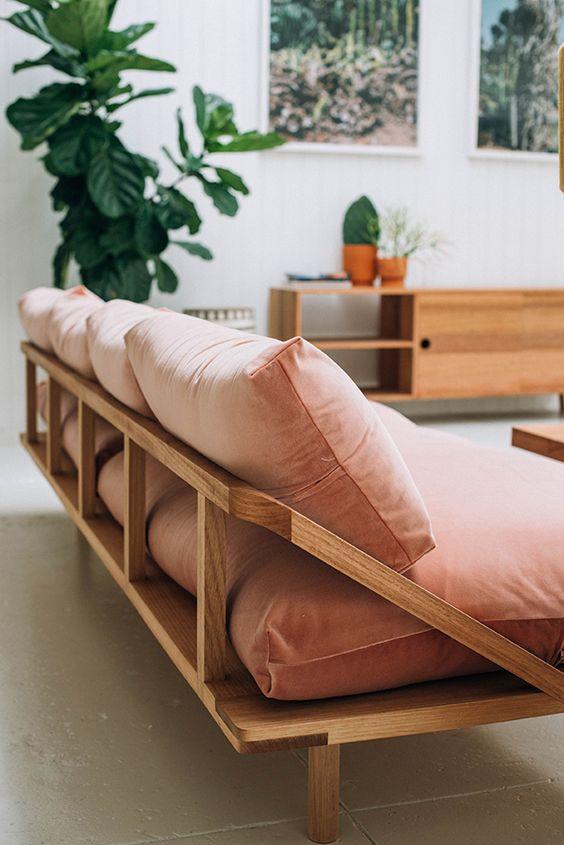 sofá-de-terciopelo-rosa